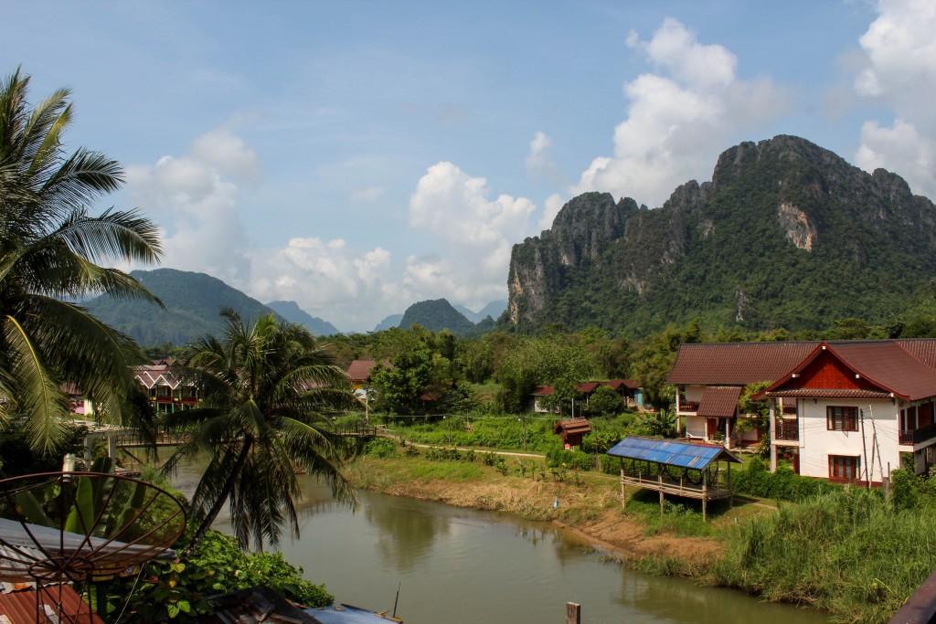 Utsikt från ett av alla hostel i Vang Vieng.