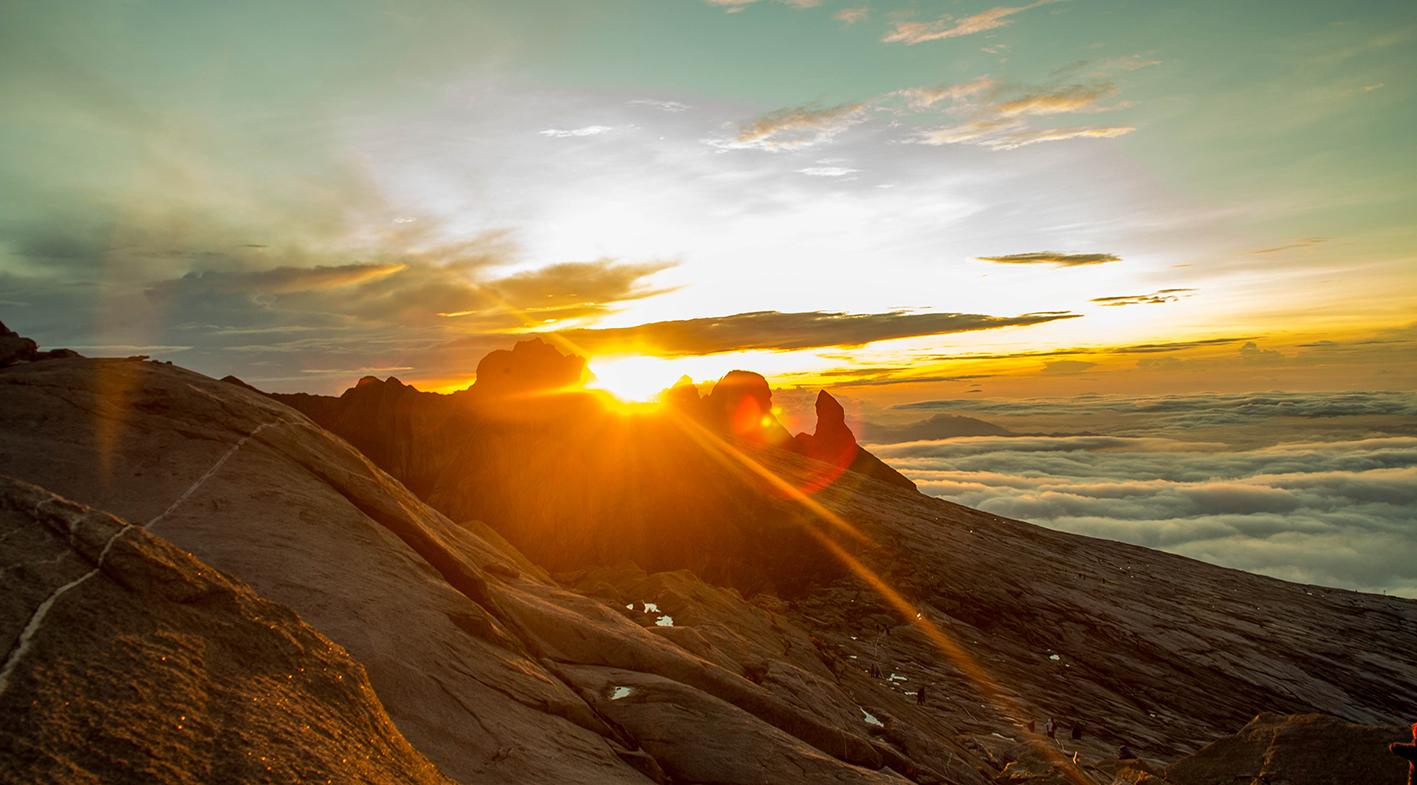 Soluppgången på Kinabalu är fantastisk.