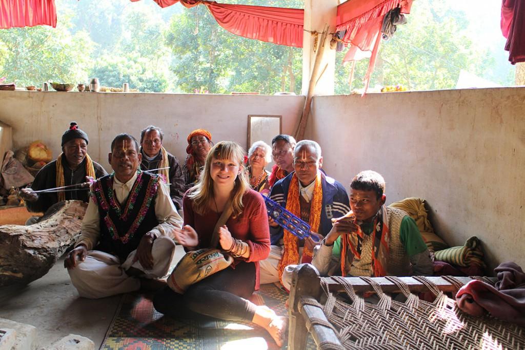 Sång, dans och traditionell musik vid templet i Thakurdwara. Foto: Josefine Nilsson