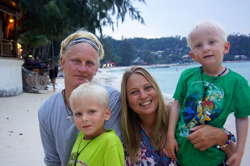 Patrik och Ida Thunberg med barnen Milo och Jack. Foto: Privat