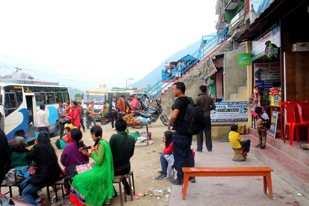 En av Nepals många förvirrande busshållsplatser