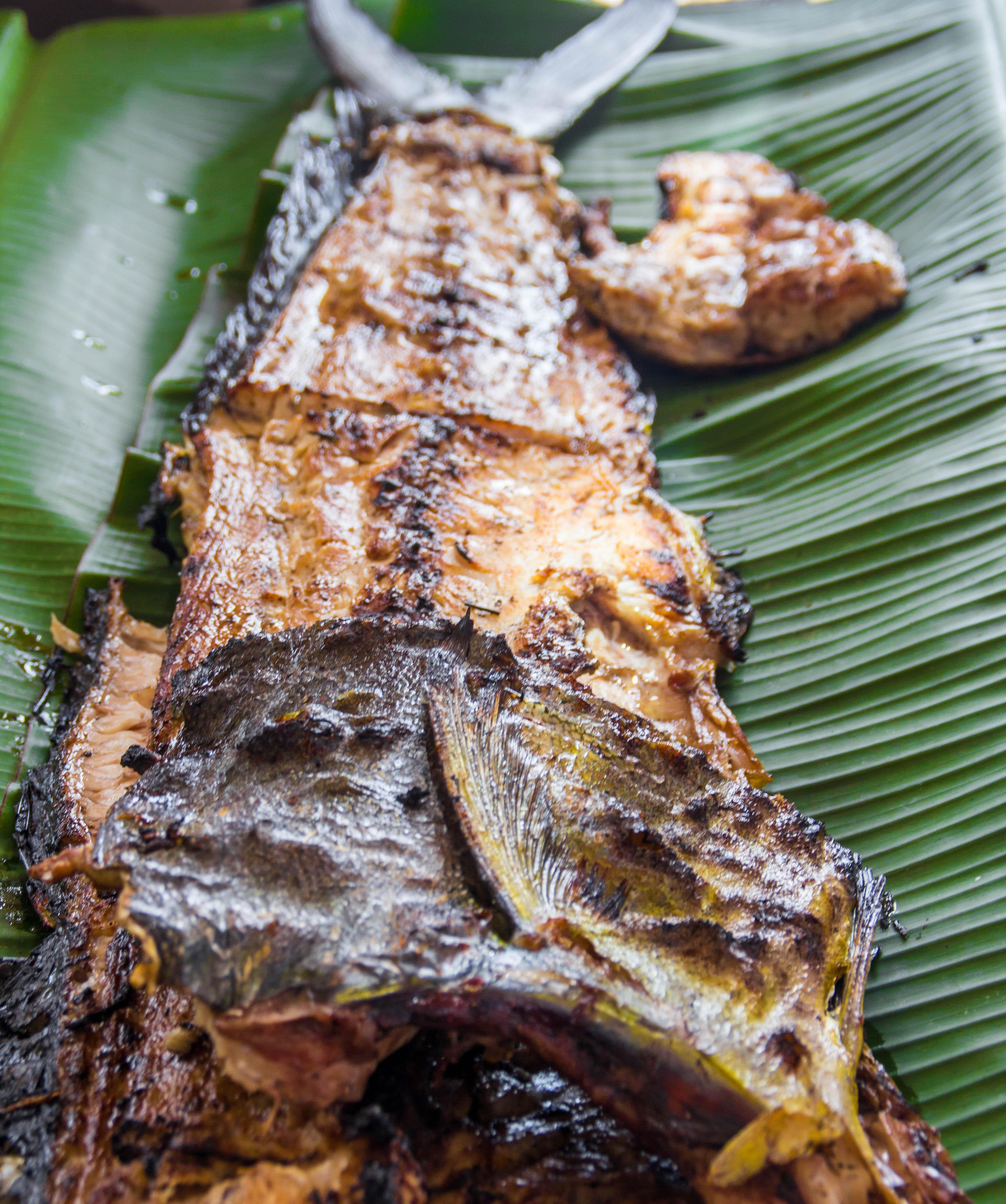 """God fisk till lunch serverad på ett """"banana leaf"""". Foto: Patrik Enlund"""