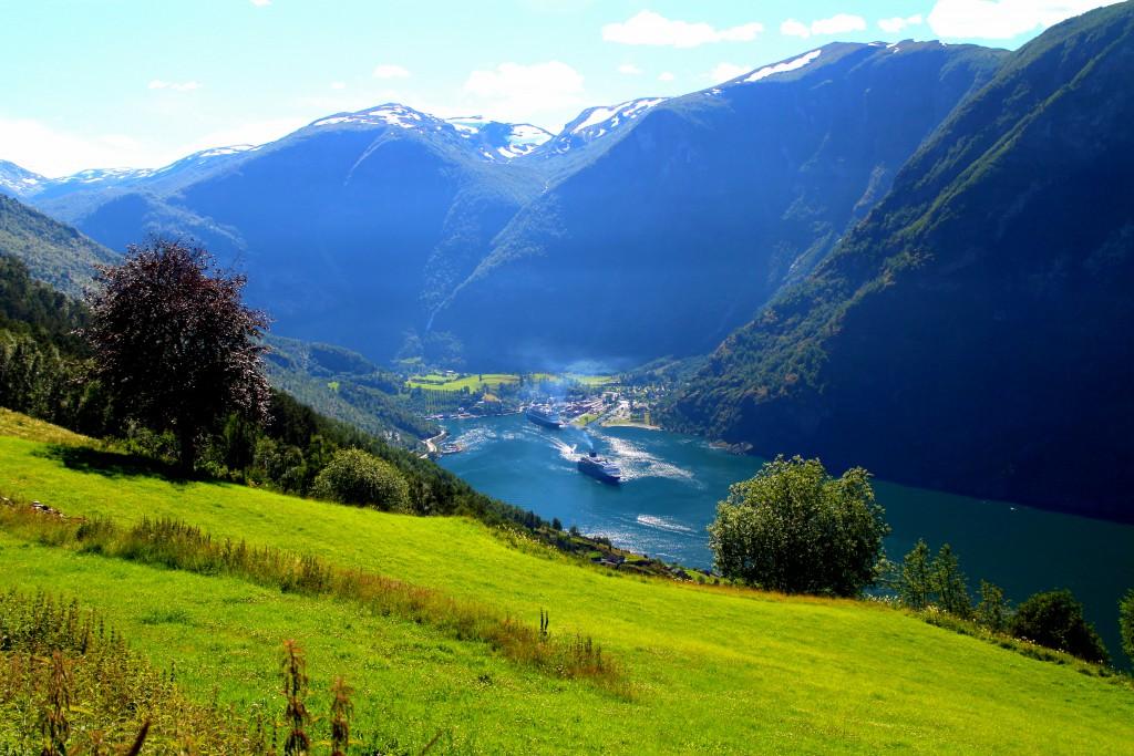 Flåm, en norsk sagoby omringad av berg, fjord och vattenfall. Bild: Josefine Nilsson