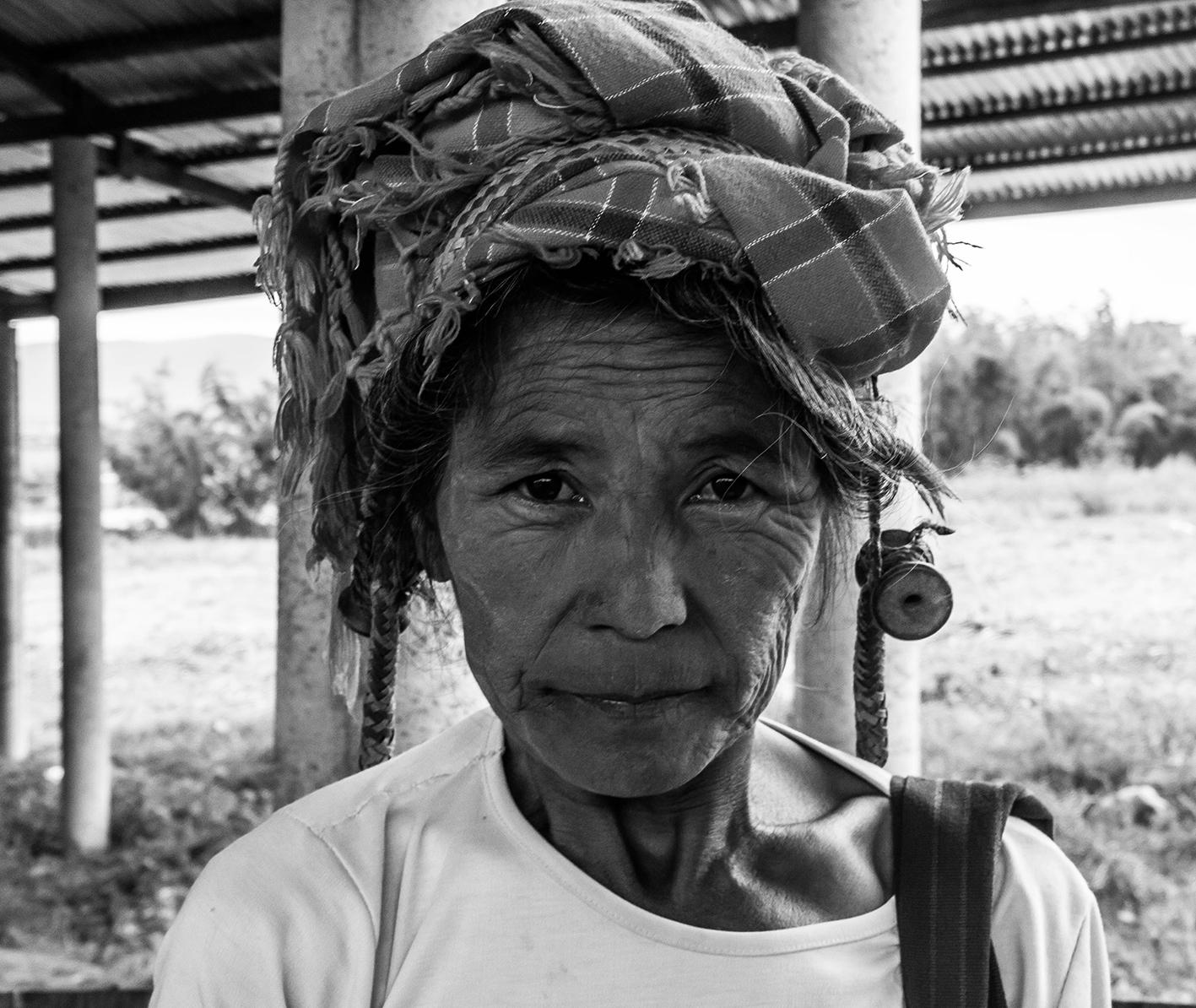 Det här är Tidi. En av alla trevliga burmeser jag träffat. Hon kom gåendes i en av alla byar runt Inle Lake och vi småpratade på burmesiska innan jag knäppte denna bilden.