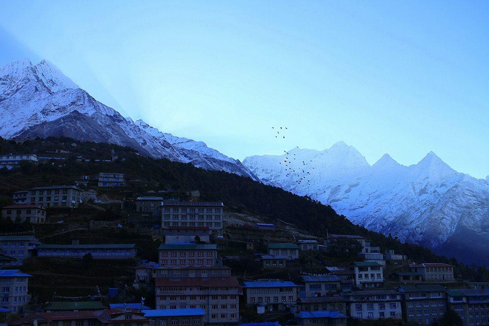 Soluppgång över Namche Bazaar, under in 21-dagars vandring till Everest Base Camp, Nepal. Foto: Josefine Nilsson
