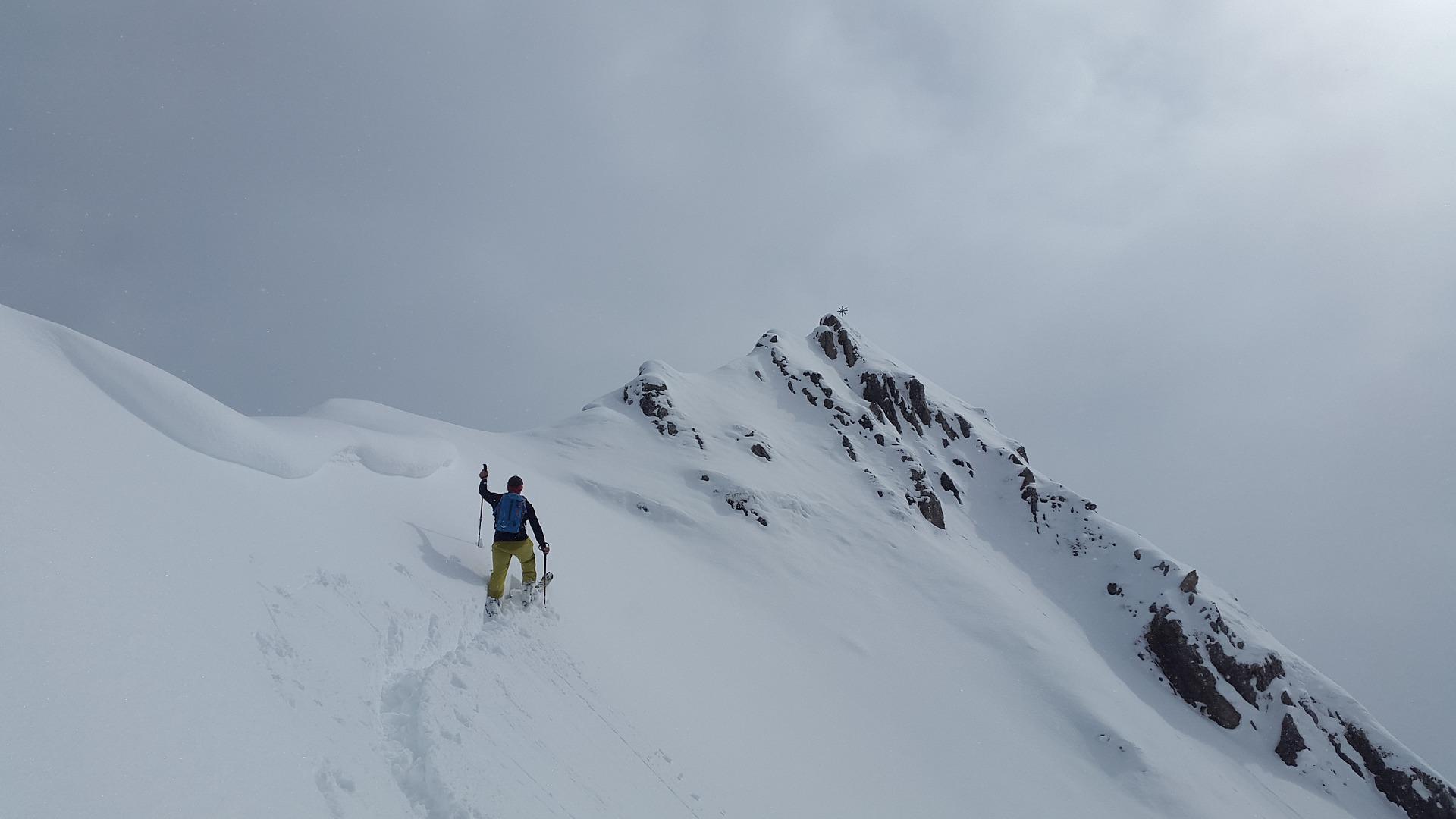 backcountry-skiiing-1359956_1920