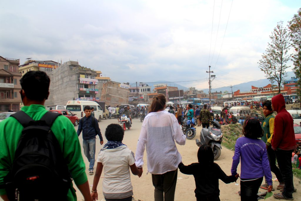 Vi gick i över fyra timmar genom ett Katmandu i kaos. Foto: Josefine Nilsson