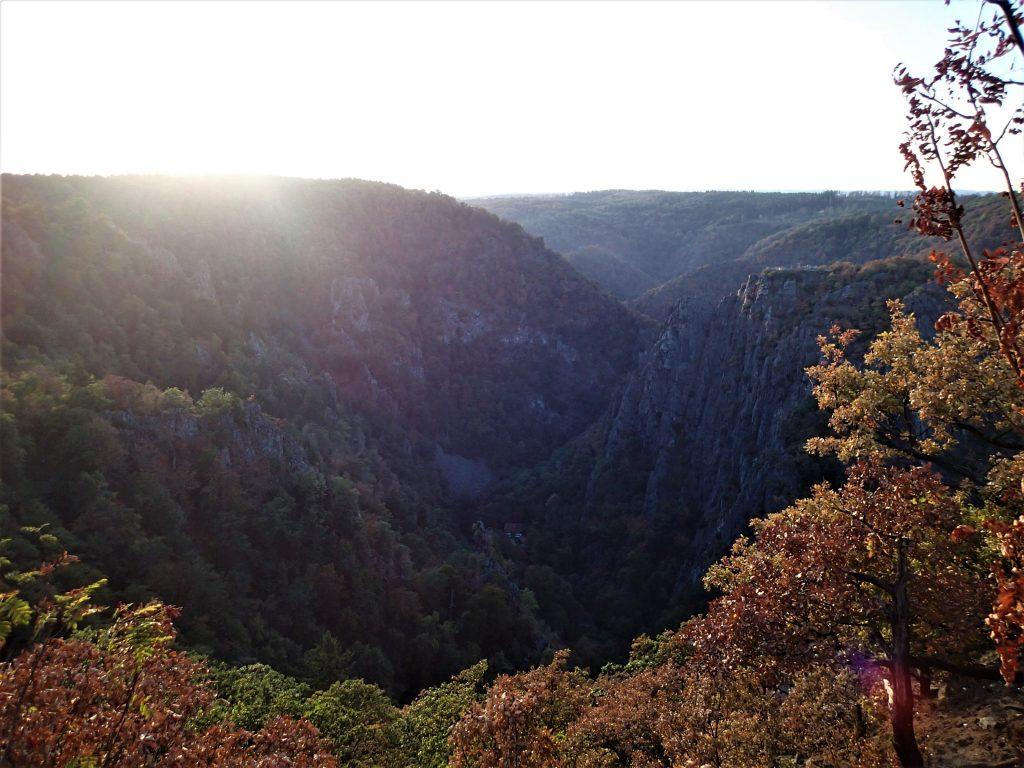 Mina första tre livsår bodde vi en dal kallad för Bodetal mitt i nationalparken Harz.