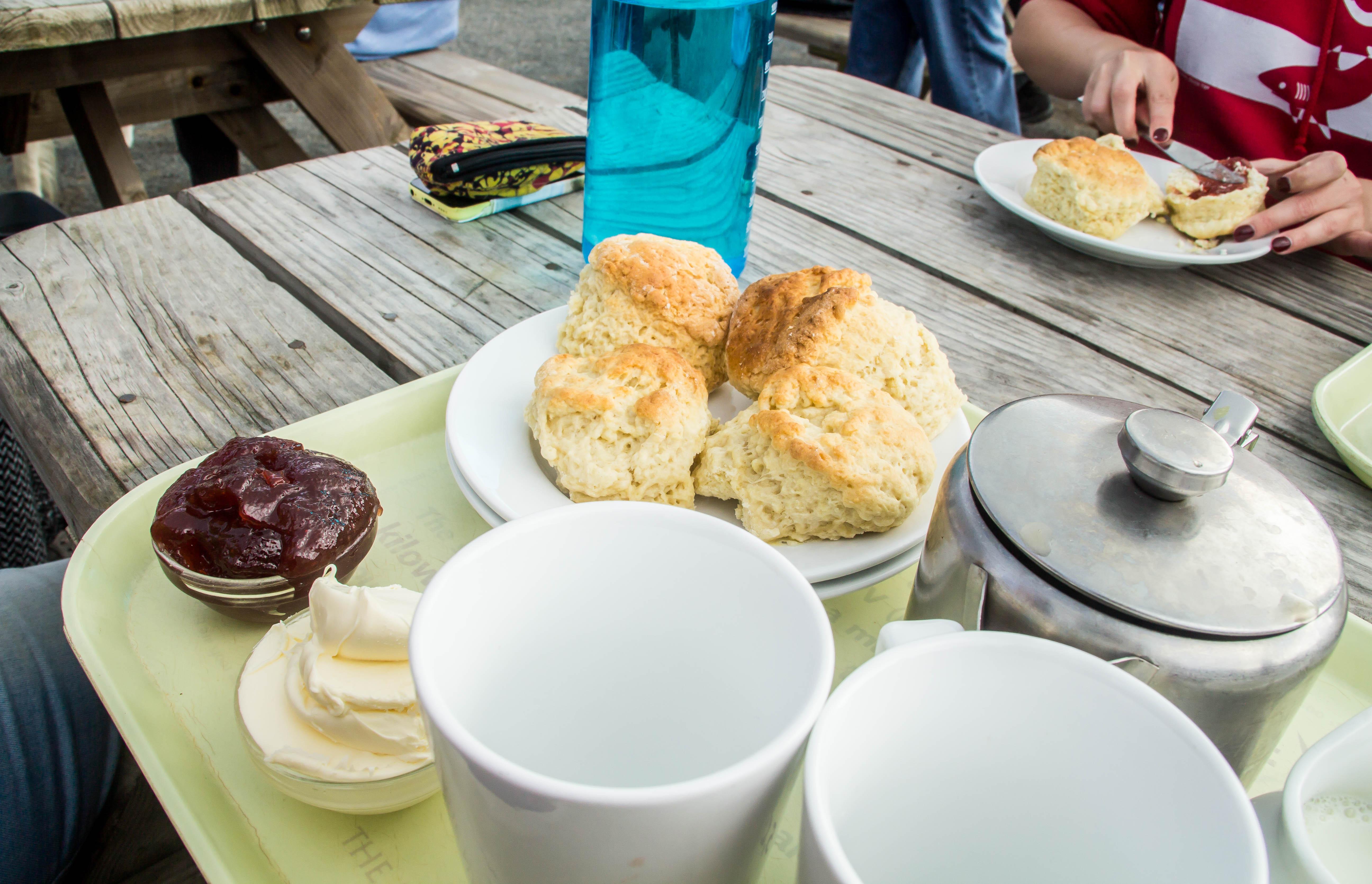 """""""Cream tea"""" som alltså är te och scones med """"clotted cream"""" och sylt."""