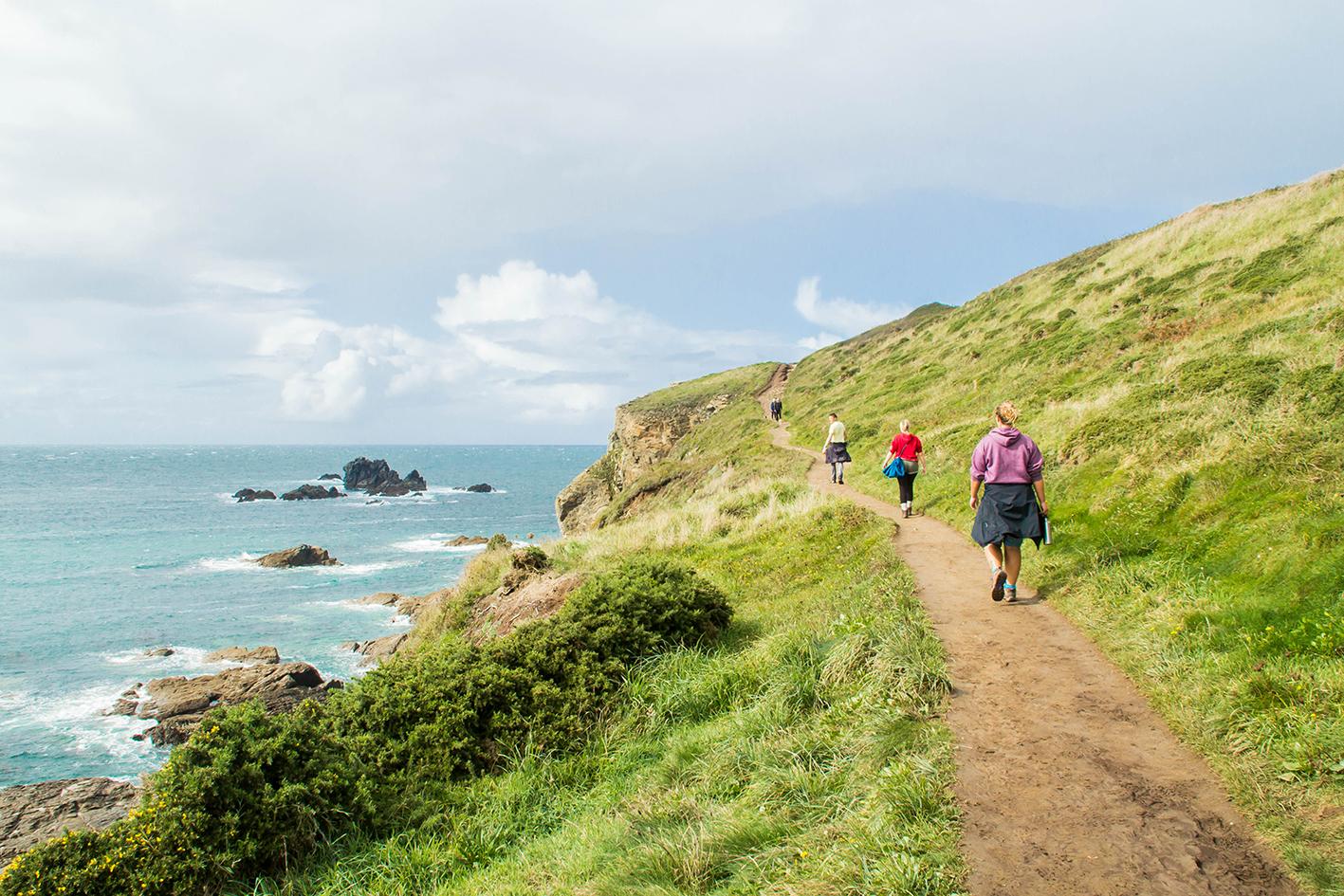 Vandringsleden längs kusten är ordentlig och passar alla.