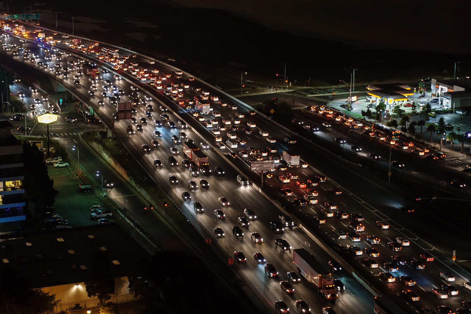 traffic-jam-1703575_1920